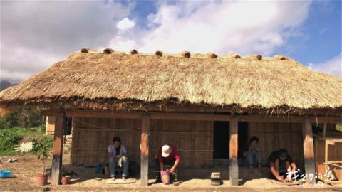 蓋自己的家屋 原民青年找回被遺忘的阿美族卡榫式工法